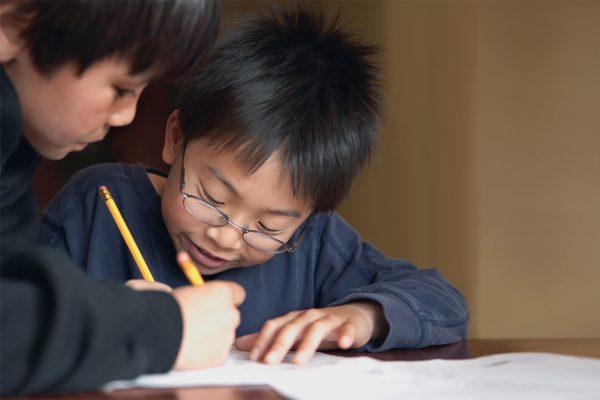 Meyesign - Enfants qui écrivent